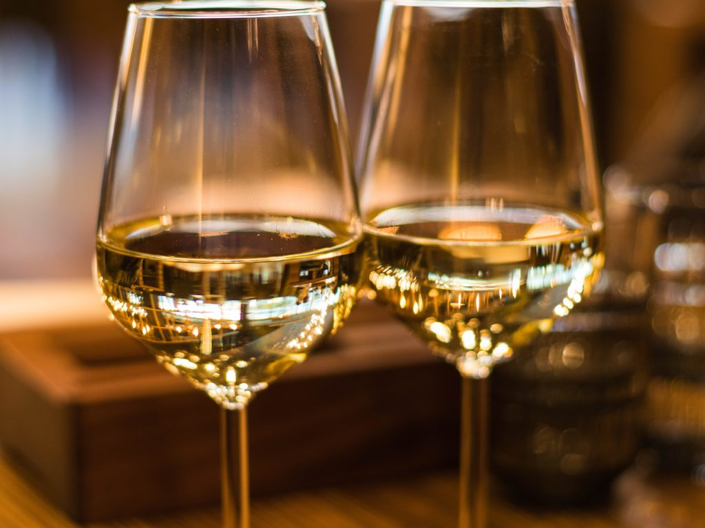close-up-photography-of-wine-glasses-1123260